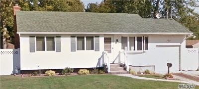 Bay Shore Single Family Home For Sale: 51 Stewart St