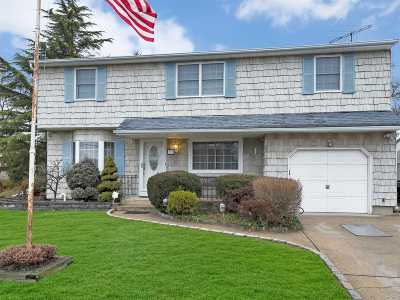 West Islip Single Family Home For Sale: 59 Roderick Rd