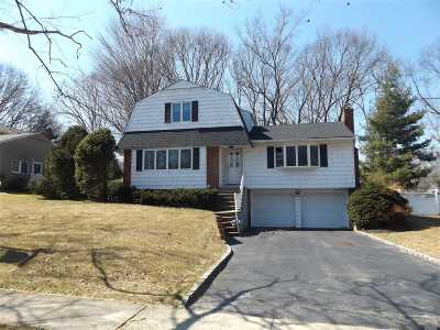 Hauppauge Single Family Home For Sale: 42 Boxwood Dr