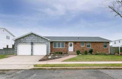 Island Park Single Family Home For Sale: 2 Jackson Pl