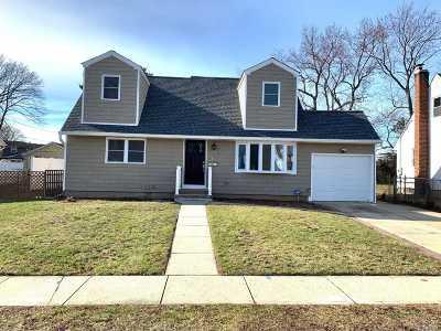 Hicksville Single Family Home For Sale: 42 Salem Rd