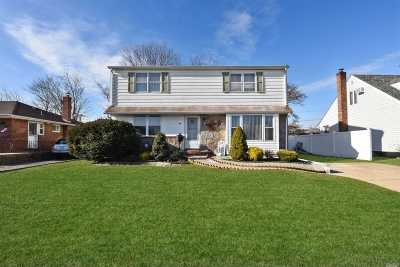 Levittown Single Family Home For Sale: 94 Wadsworth Ave