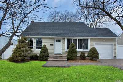 Lindenhurst Single Family Home For Sale: 312 30th St