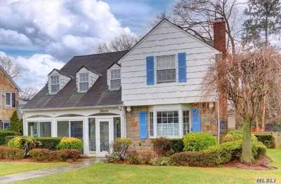 Rockville Centre Single Family Home For Sale: 12 Roxen Rd