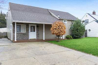 Levittown Single Family Home For Sale: 49 Boat Ln