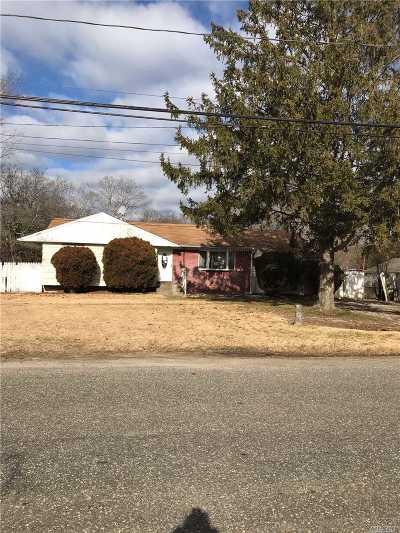 Central Islip  Single Family Home For Sale: 265 Atlantic St
