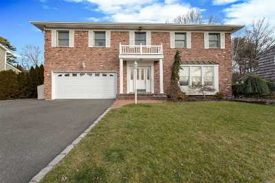 Hauppauge Single Family Home For Sale: 26 Townline Ct