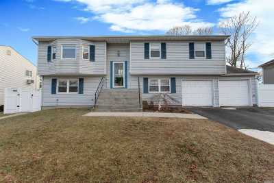 Ronkonkoma Single Family Home For Sale: 24 Waterview Ave