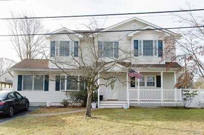 Bay Shore  Single Family Home For Sale: 1014 Thompson Dr
