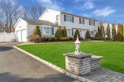 S. Setauket Single Family Home For Sale: 18 Lynhaven Pl