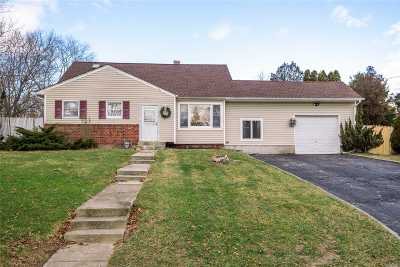 Smithtown Single Family Home For Sale: 23 Riviera Dr