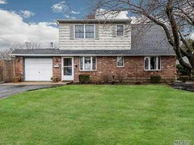 Hicksville Single Family Home For Sale: 60 Admiral Ln