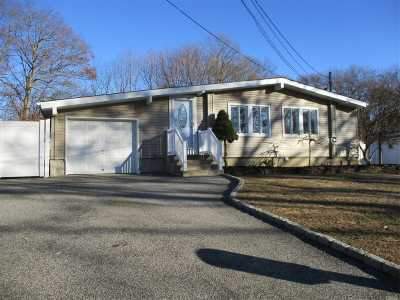 Ronkonkoma Single Family Home For Sale: 109 Maplecrest Dr