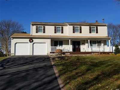 Ronkonkoma Single Family Home For Sale: 389 Thrift St