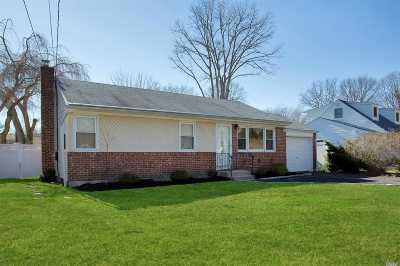 Huntington Single Family Home For Sale: 3 Timon Ct