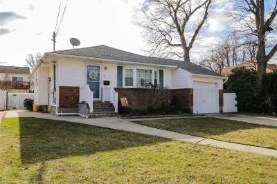 Farmingdale Single Family Home For Sale: 4 McKinley Ave