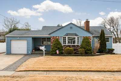 Farmingdale Single Family Home For Sale: 28 5th Ave