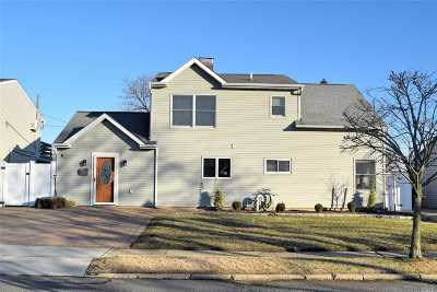 Levittown Single Family Home For Sale: 21 Rural Ln