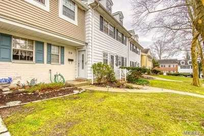Hauppauge Condo/Townhouse For Sale: 719 Towne House Vlg
