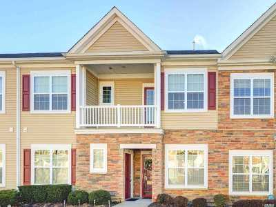 Massapequa Condo/Townhouse For Sale: 34 Southampton Dr