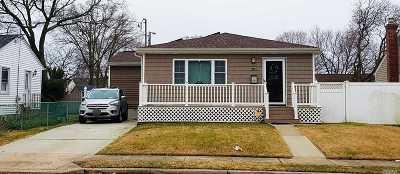 Lindenhurst Single Family Home For Sale: 693 N Hamilton Ave
