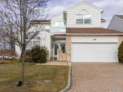 Hauppauge Condo/Townhouse For Sale: 129 Windwatch Dr