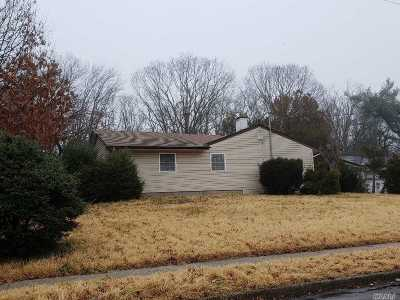 Brentwood  Single Family Home For Sale: 467 American Blvd