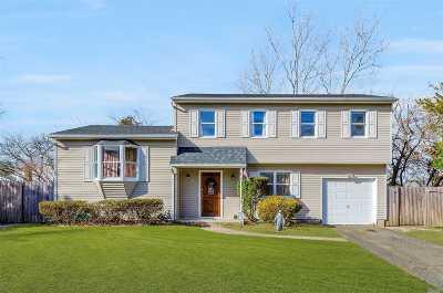 Farmingville Single Family Home For Sale: 4 Melvin Ct