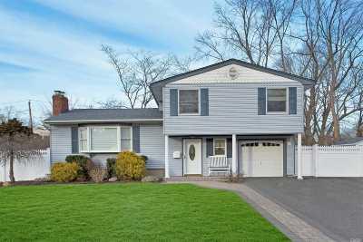 Melville Single Family Home For Sale: 17 Elderwood Ln