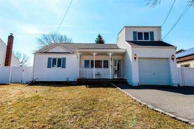 Deer Park NY Single Family Home For Sale: $419,000