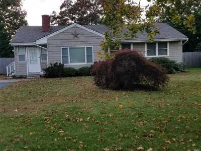 East Moriches Single Family Home For Sale: 82 N Paquatuck Ave