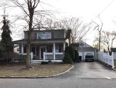 West Islip Single Family Home For Sale: 334 Oakwood Ave