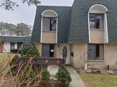Medford Condo/Townhouse For Sale: 618 Blue Ridge Dr