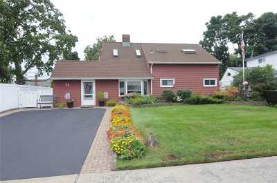 Levittown Single Family Home For Sale: 42 Greenbelt Ln