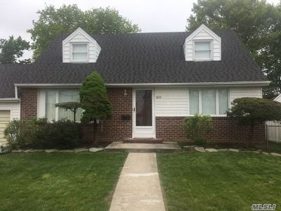 Nassau County Single Family Home For Sale: 189 Bellmore Rd