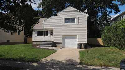 Single Family Home For Sale: 118 Bedford