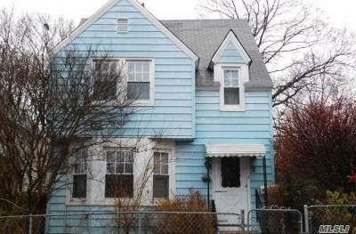 Nassau County Single Family Home For Sale: 2 Continental Ct