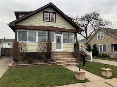 Freeport Single Family Home For Sale: 284 Miller Ave