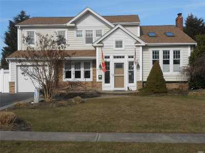 West Islip Single Family Home For Sale: 95 Drake Ct