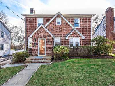 Nassau County Single Family Home For Sale: 12 S Leech Cir