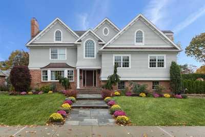 Garden City Single Family Home For Sale: 208 Kensington Rd