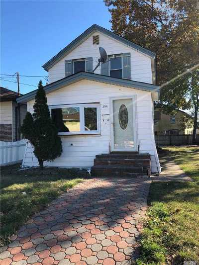 Hempstead Single Family Home For Sale: 296 Harvard St