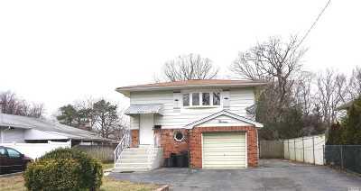 Deer Park Single Family Home For Sale: 13 Oak St