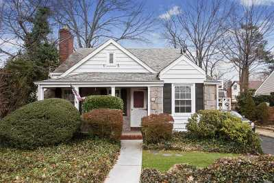 Nassau County Single Family Home For Sale: 16 Burton St