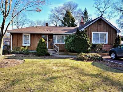 East Islip Single Family Home For Sale: 35 Matinecock Ave