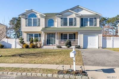 Bay Shore Single Family Home For Sale: 1750 Central Blvd