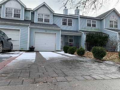 Central Islip  Single Family Home For Sale: 37 Oak St