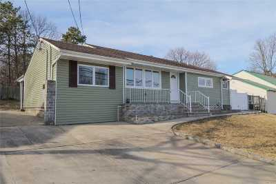 Brentwood  Single Family Home For Sale: 194 Hilltop Dr