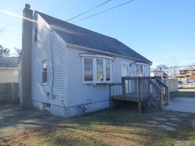 Lindenhurst Single Family Home For Sale: 137 48th St