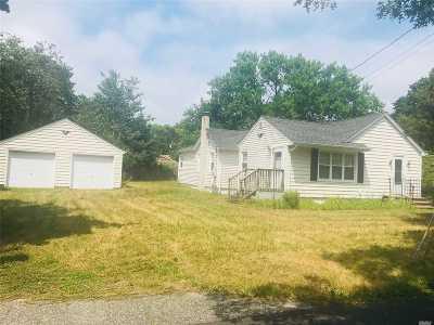 Holbrook Single Family Home For Sale: 165 Eugene St